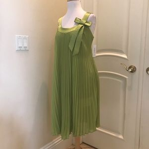 Signature by Robbie Bee pleated apple green dress